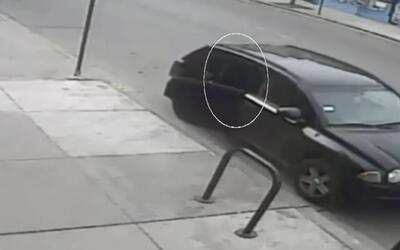 Encapuchado roba una furgoneta con una abuela y su nieta dentro en Illinois
