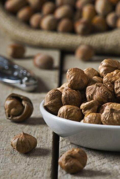 Las castañas, nueces y otros granos son ricos en antioxidantes, pero cui...