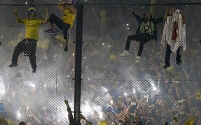 El partido entre Boca Juniors y River Plate fue suspendido por la agresi...