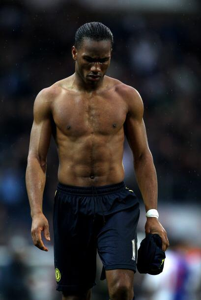 Por Costa de Marfil tenemos a Didier Drogba, este moreno parece que le p...