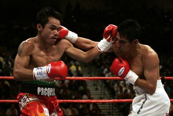Manny Pacquio no pudo ante la fuerza y la velocidad de Erik 'Terrible' M...