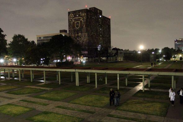 También las instalaciones de Ciudada Universitaria apagaron sus luces.