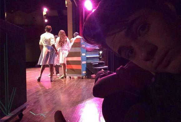 """""""Ensayos ya en el Teatro para #hairspray this weekend!!!"""", anunció Willi..."""
