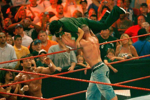 John Cena fue el ganador del 21° Royal Rumble y, en 2003, obtuvo el...