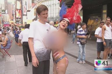 Sigue revuelo sobre mujeres semidesnudas