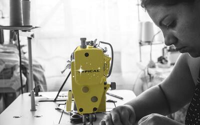 Ex combatientes colombianas han encontrado en los talleres de costura un...