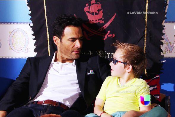 José Luis se sentía inmensamente feliz con Laurito, a quien quería como...