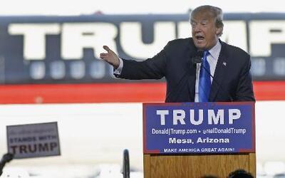 Protestas pacíficas reciben a Donald Trump en Arizona