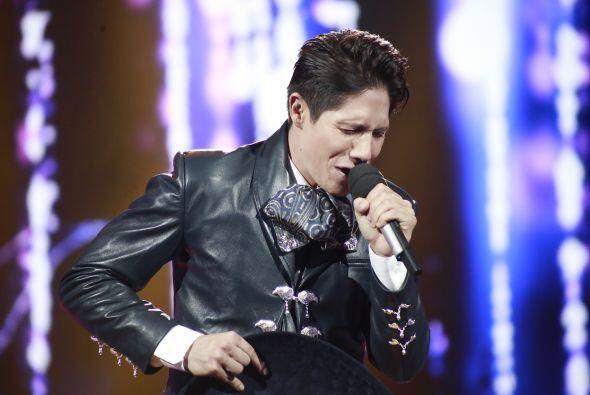 Fernando cantó uno de los temas que lo hizo brillar durante la competencia.