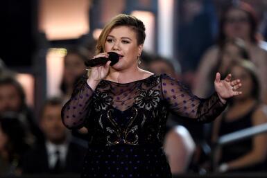 Kelly Clarkson está embarazada.