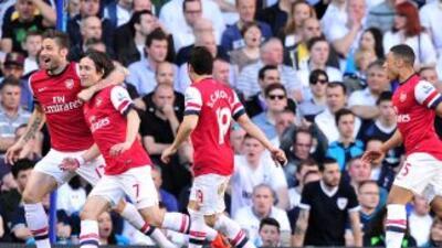 El tempranero gol del checoRosicky le costó la derrota a los 'Spurs'.