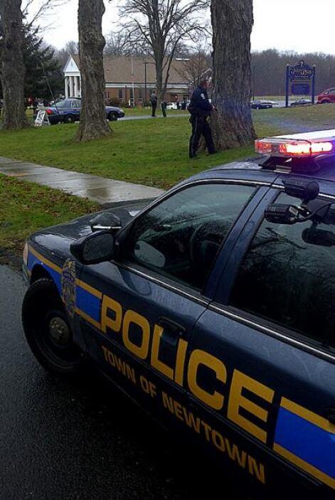 Las autoridades han enviado a Newtown un equipo especial de especialista...
