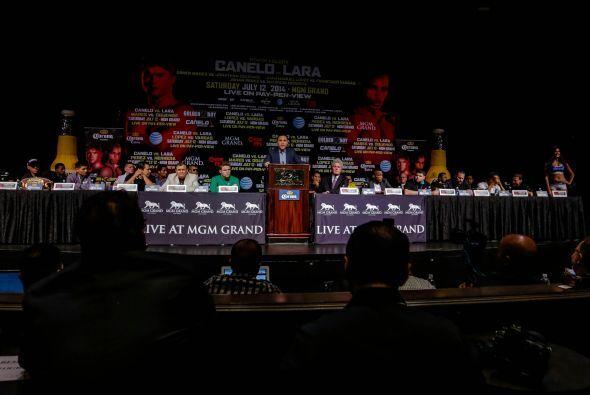 """Saúl """"Canelo"""" Álvarez enfrentará a Erislandy Lara en combate a 12 rounds..."""
