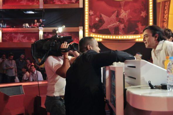 Pierre Angelo siempre accesible a las entrevistas de los reporteros.