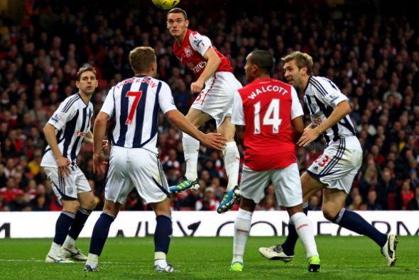 Arsenal siguió llendo al ataque y alcanzó el segundo tanto...