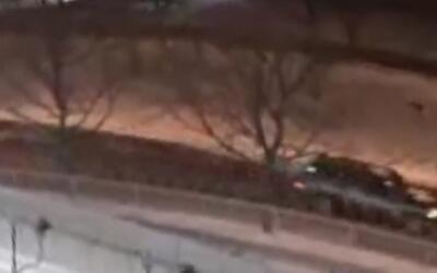 Buscan a los sospechosos de lanzar canicas desde un auto en movimiento y...