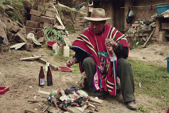 Ante la sequía, los Kallawaya, curanderos quechua, brindan ofrendas a la...