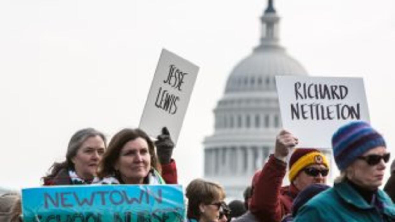 Más de 6 mil manifestantes marcharon en Washington para exigir un mayor...