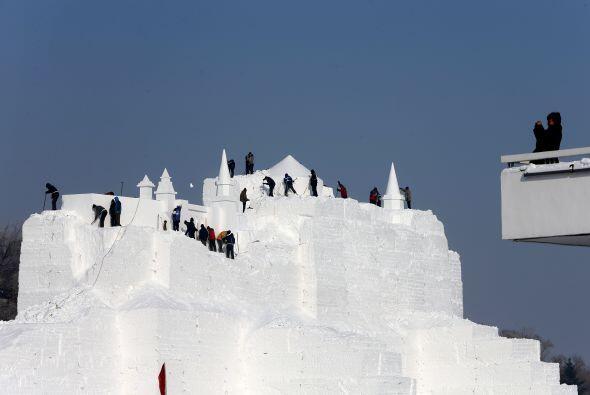 Se ubican unas 2,000 esculturas de hielo.