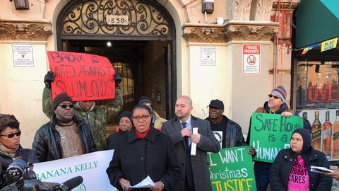 Más de 20 inquilinos del 919 de la avenida Prospect en El Bronx entablar...