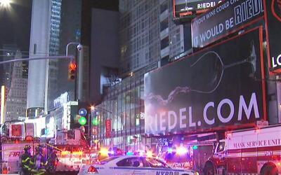 Emergencia por incendio en un restaurante de la Séptima Avenida en Times...