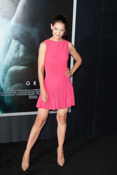 Con ese vestido corto Katie Holmes estába radiante.