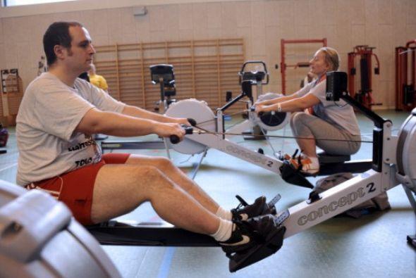 2. Mantente activo-   Trata de encontrar actividades como montar en bici...