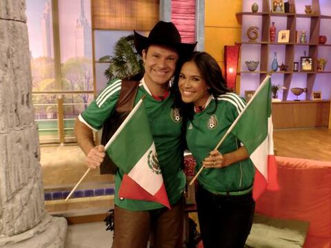 Alan y Karla se pusieron la verde. Había que apoyar a su selecci&...