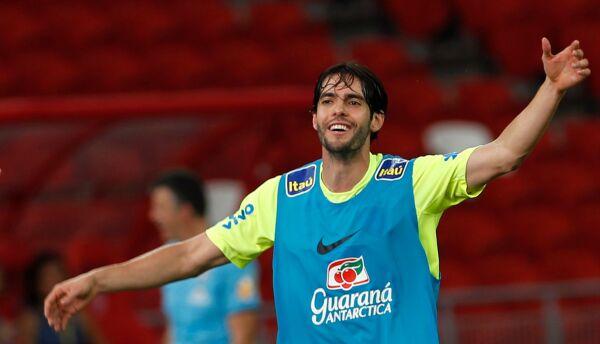 Kaká entrenando con Brasil