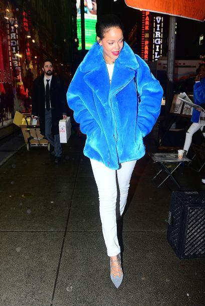 Rihanna es un poco más atrevida y le gusta usarla en colores bast...
