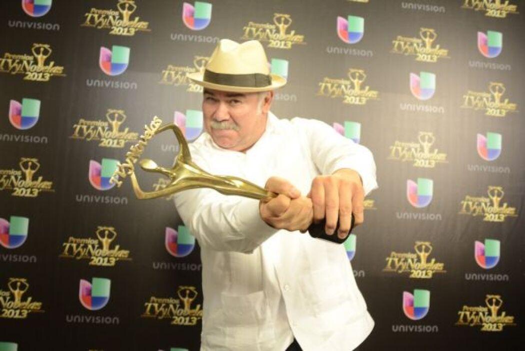Jesús Ochoa estuvo muy divertido en la premiación.