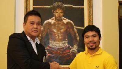 Manny Pacquiao recibió cinturón de súper campeón por parte de la OMB (Fo...