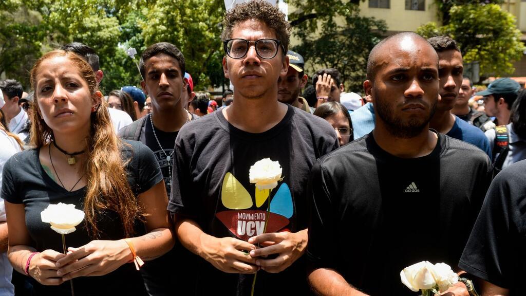 """La oposición venezolana volvió a tomar las calles con la """"marcha del sil..."""