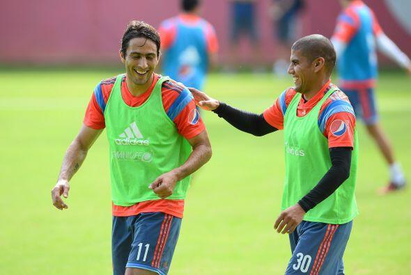 5.- Ordenar al equipo en la cancha, el Guadalajara tiene buenos jugadore...