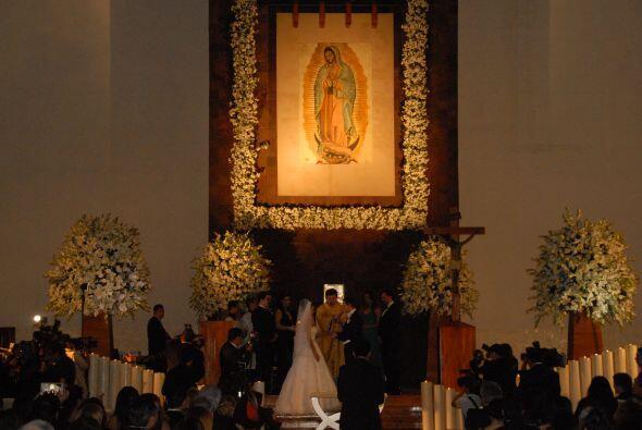 La misa dio inicio en punto de las 7 de la noche con los padres y famili...