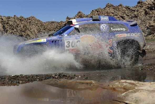 El sudafricano Giniel De Villiers se subió al segundo lugar en la...