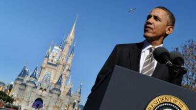 """""""América está abierta al público"""" dijo Obama mientras se paraba en un po..."""