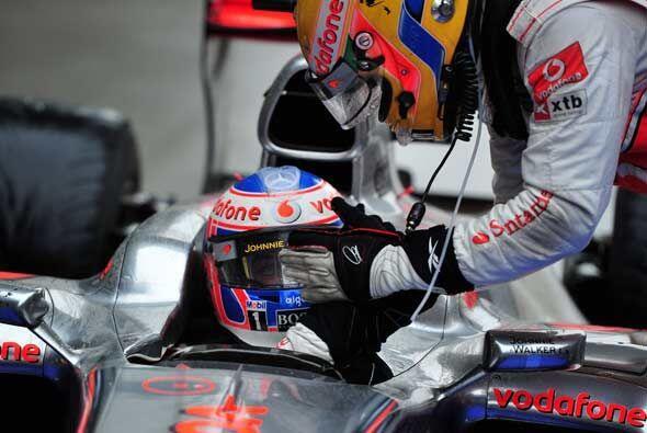 Al final de la carrera, Jenson Button y Lewis Hamilton celebraron el pri...
