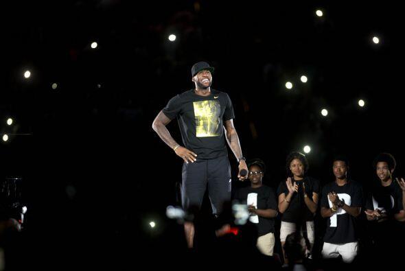.LeBron James aseguró durante el evento que no dejará el e...
