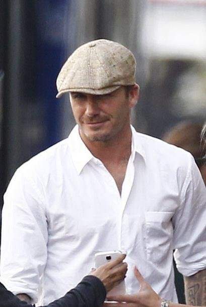 Las prendas protagonistas de su atuendo fueron una boina y esa camisa co...