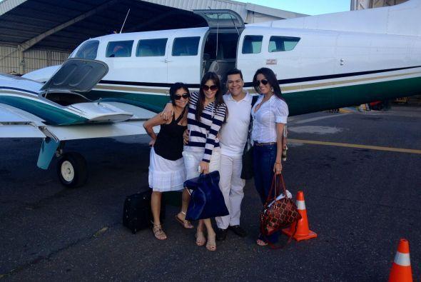 Desde que aterrizaron, el grupo, junto con la productora Aura Subuyuj, e...