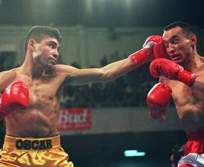 Su primer título mundialEl 5 de marzo de 1994 Oscar De la Hoya ga...