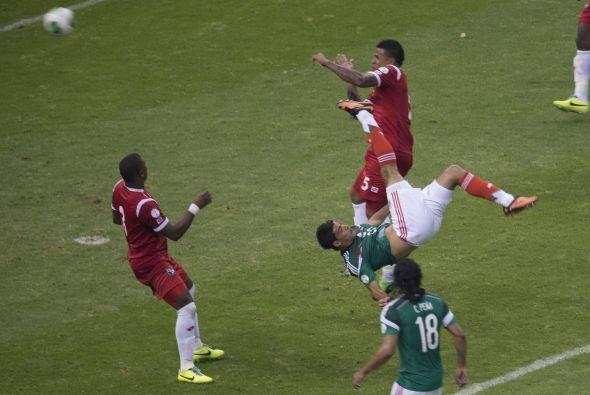 Entonces apareció la figura de Raúl Jiménez y se suspendió en el aire pa...