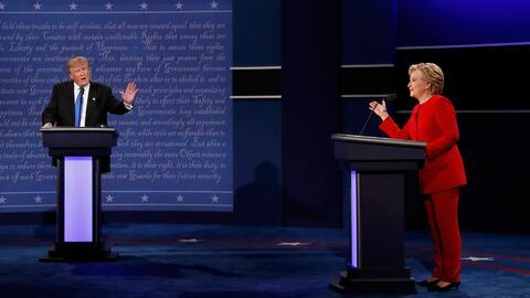 Trump dice que Clinton no tiene la fortaleza ni el aspecto para dirigir...