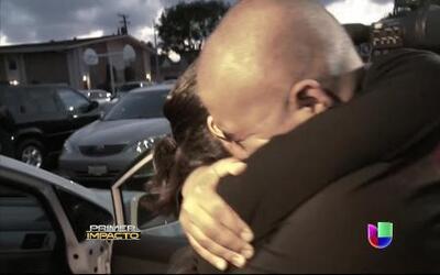 Después de varios años mujer vuelve a abrazar a su hijo