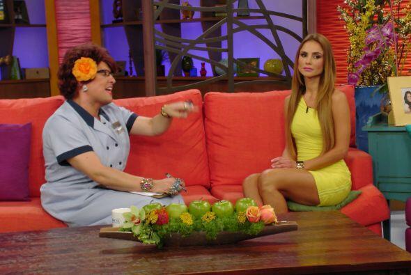 El interrogatorio se puso bueno pues Doña Meche quería saber todo de ella.