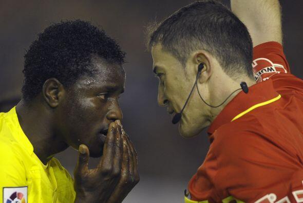 Uhhh, el ghanés Wakaso Mubarak del Villarreal se enteró de los 'cariños'...