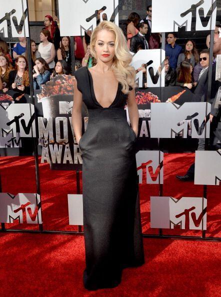 ¡Rita Ora fue otro bombón que nos quemó con tanta sensualidad! La cantan...