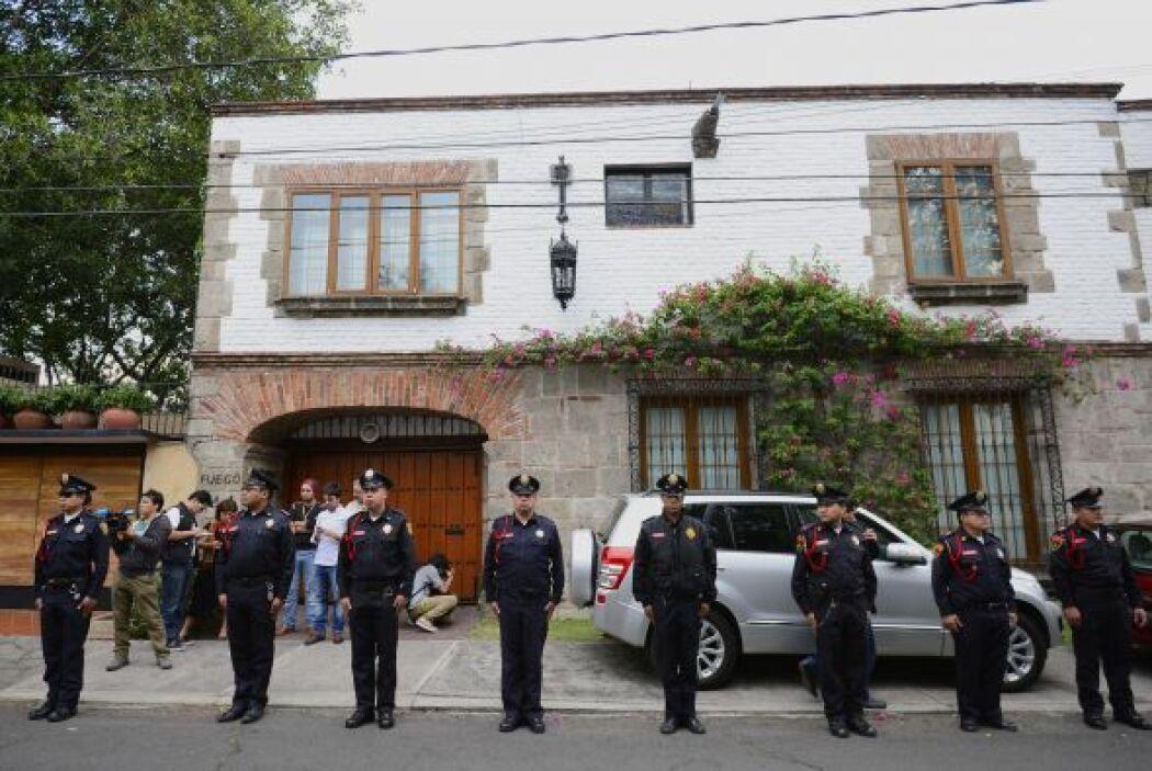 Policías resguardaban la casa del colombiano previo a que sus familiares...