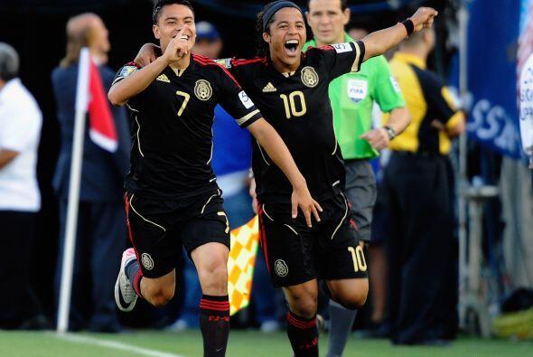 Velocidad y peligro puro en el ataque mexicano, Barrera y Giovani le dan...